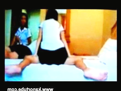 修学旅行の旅館で制服エッチするJK(女子校生)をのぞき見!!みんなの前で騎乗位するロリータJKの映像