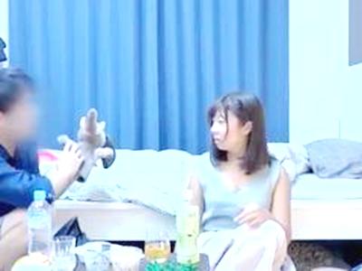 ■淫乱■谷間がすごくエロくてキュートな尻軽女!盗み撮出演女優:りされつつエグい腰つきでスイカップを揺らしイキ!